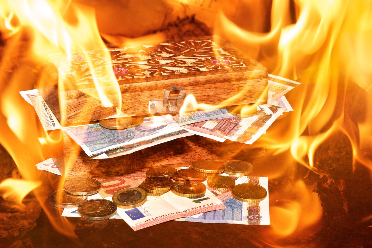 Money on Fire - Pixabay