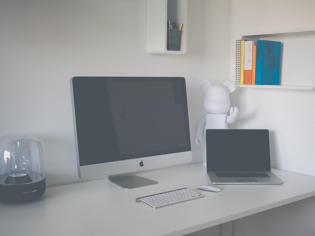 desk-1209319_1280